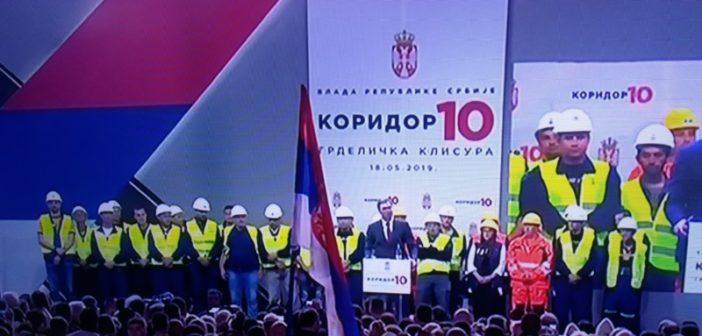 Председник Александар Вучић свечано пустио у саобраћај јужни крак Коридора 10 кроз Грделичку клисуру