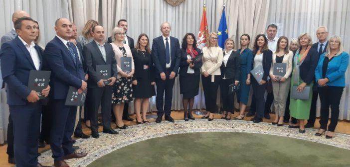 Уручени уговори за реализацију пројеката из области економског оснаживања жена
