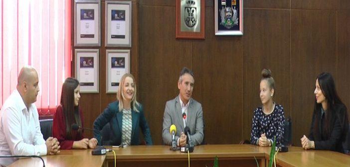 Организован пријем за европске шампионке у роботици код градоначелника Врања